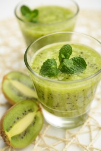 Low Calorie Broccoli Kiwi and Pear Smoothie