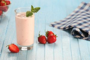 Low Calorie Strawberry Fennel and Yogurt Smoothie