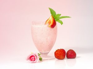 Refreshing Strawberry Almond and Yogurt Smoothie Recipe