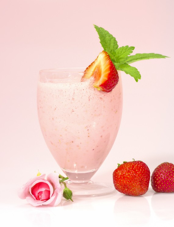 Refreshing Strawberry Almond and Yogurt Smoothie